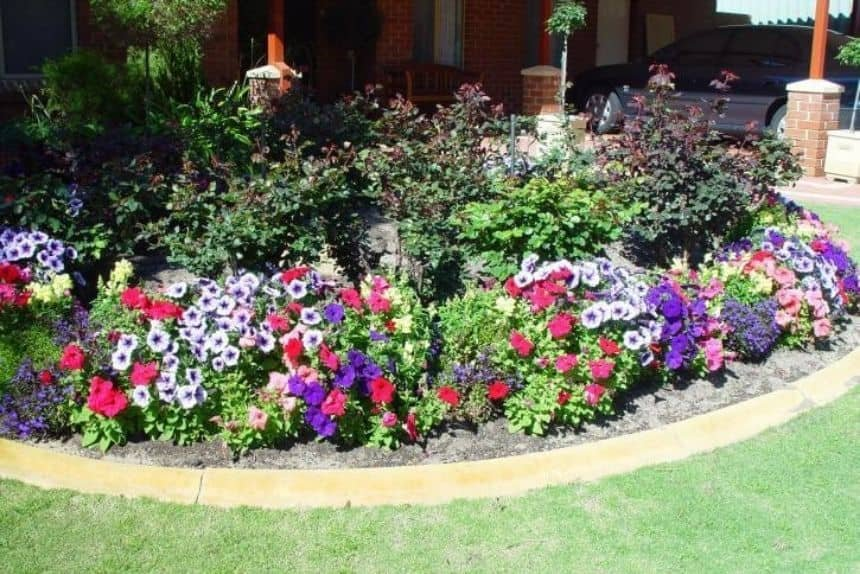 Front Yard Landscaping Ideas: Flower Beds